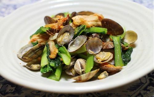 今日のキムチ料理レシピ:あさりと小松菜のキムチバター蒸し