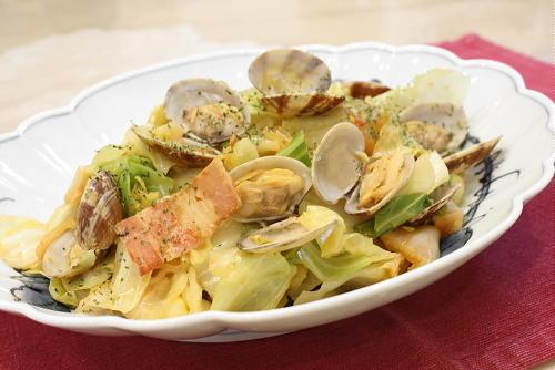 今日のキムチ料理レシピ:アサリとキムチのワイン蒸し
