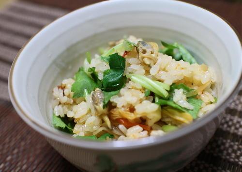 今日のキムチ料理レシピ:あさりとキムチの炊き込みご飯