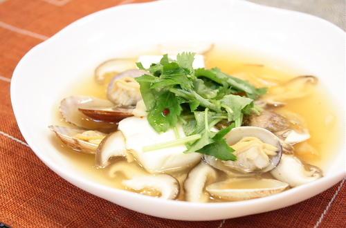 今日のキムチ料理レシピ:あさりとキムチのスープ