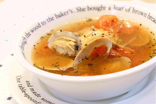 今日のキムチ料理レシピ:アサリとトマトのスープ