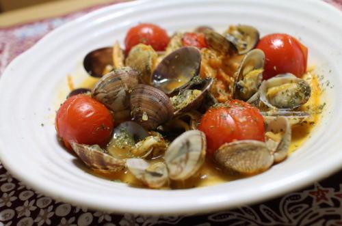 今日のキムチ料理レシピあさりとトマトのキムチ蒸し: