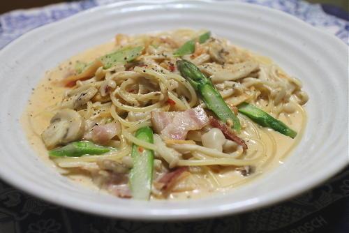 今日のキムチレシピ:アスパラとキムチのクリームパスタ