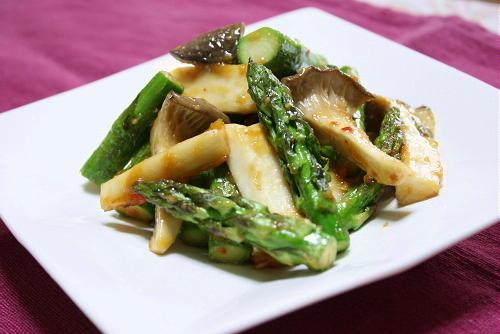今日のキムチ料理レシピ:アスパラとエリンギの甘辛味噌炒め