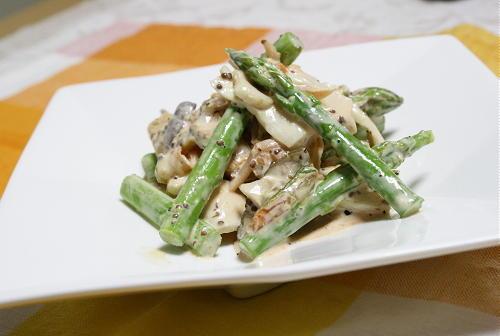 今日のキムチ料理レシピ:アスパラとエリンギのマヨキムチ和え