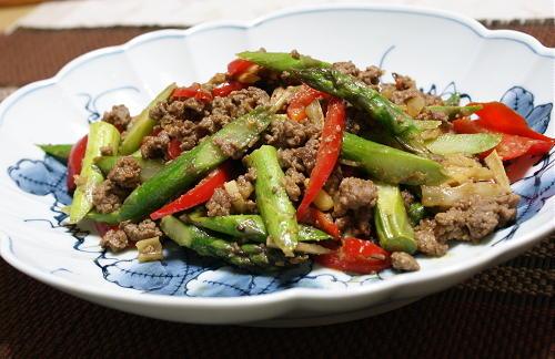 今日のキムチ料理レシピ:アスパラのキムチひき肉炒め