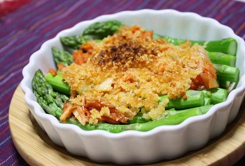 今日のキムチ料理レシピ:アスパラとキムチのパルメザンチーズ焼き