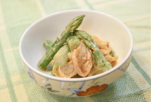 今日のキムチ料理レシピ:アスパラのキムチ味噌マヨ和え