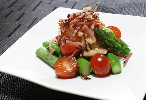 今日のキムチ料理レシピ:アスパラとキムチらっきょうのサラダ