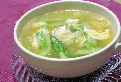 今日のキムチ料理レシピ:アスパラとキムチの卵スープ