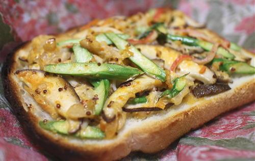 今日のキムチ料理レシピ:アスパラキムチトースト