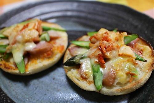 今日のキムチレシピ:アスパラとキムチのチーズマフィン