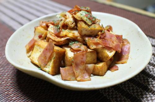 今日のキムチ料理レシピ:厚揚げとキムチのバター醤油炒め