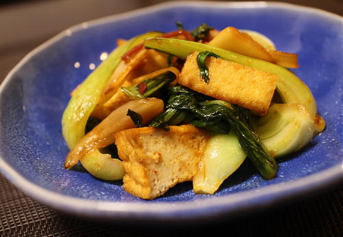 今日のキムチ料理レシピ:厚揚げとチンゲン菜のキムチ炒め