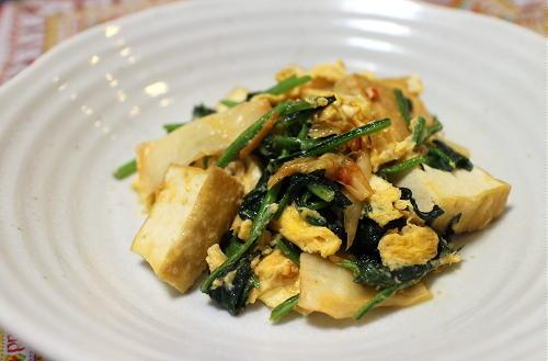 今日のキムチ料理レシピ:厚揚げとほうれん草とキムチの卵炒め