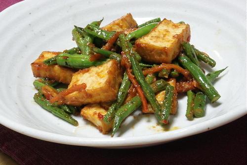 今日のキムチ料理レシピ:厚揚げといんげんのピリ辛味噌炒め