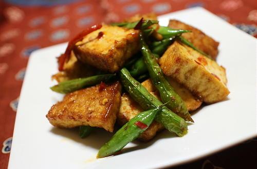 今日のキムチ料理レシピ:インゲンと厚揚げのピリ辛炒め