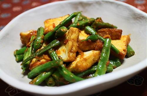 今日のキムチ料理レシピ:厚揚げといんげんのキムチ味噌炒め