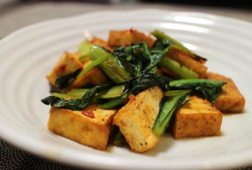 今日のキムチ料理レシピ:厚揚げと小松菜のピリ辛オイスター炒め