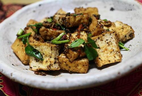 今日のキムチ料理レシピ:厚揚げのピリ辛胡麻和え