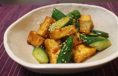 今日のキムチ料理レシピ:厚揚げときゅうりのピリ辛炒め