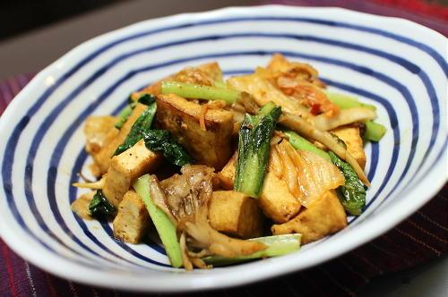 今日のキムチ料理レシピ:厚揚げとまいたけのキムチオイスター炒め