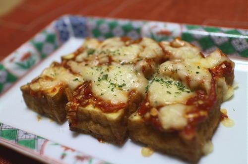 今日のキムチ料理レシピ: 厚揚げピリ辛味噌チーズ焼き