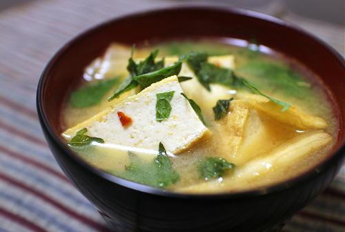 今日のキムチ料理レシピ:厚揚げとキムチのお味噌汁
