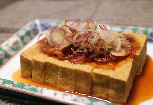 今日のキムチ料理レシピ:厚揚げのピリ辛めんつゆがけ
