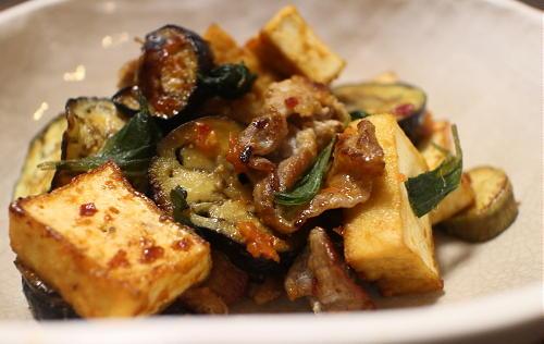 今日のキムチ料理レシピ:厚揚げと茄子のキムチみそ炒め