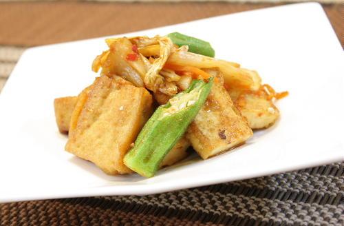 今日のキムチ料理レシピ:厚揚げとオクラのキムチ炒め