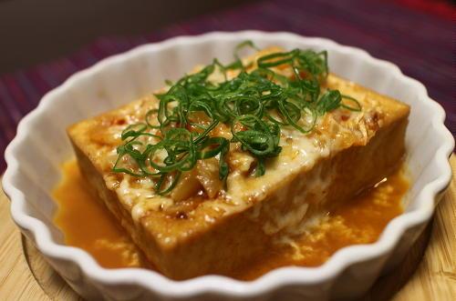 今日のキムチ料理レシピ:厚揚げとキムチのレンジピザ