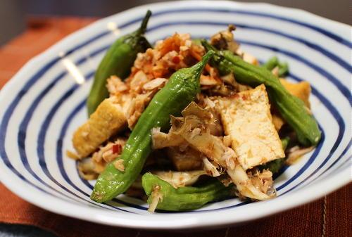 今日のキムチ料理レシピ:厚揚げとシシトウの梅キムチ和え