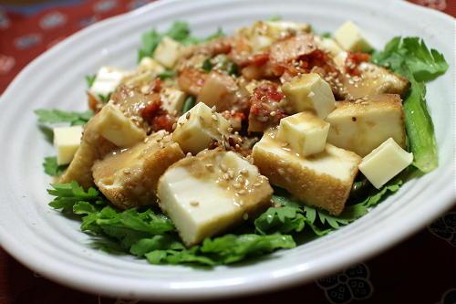 今日のキムチレシピ:厚揚げと春菊のキムチサラダ