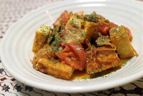 今日のキムチレシピ:厚揚げとトマトのピリ辛チーズ炒め