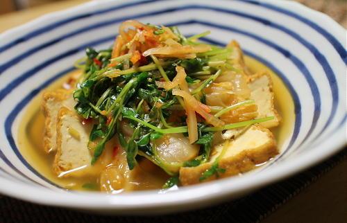 今日のキムチ料理レシピ:厚揚げと豆苗のキムチ煮