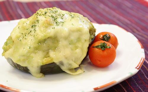 今日のキムチ料理レシピ:アボカドとキムチのチーズ焼き