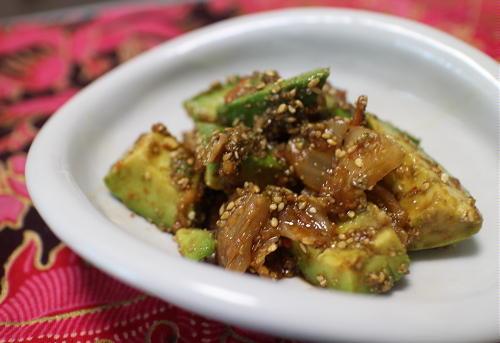 今日のキムチレシピ:アボカドとキムチの胡麻和え