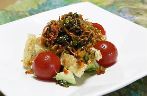 今日のキムチ料理レシピ:アボカドのピリ辛ねぎじゃこサラダ