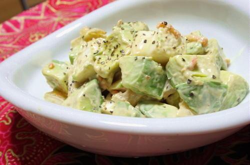 今日のキムチ料理レシピ:アボカドカマンベールのキムチ和え