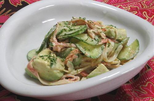 今日のキムチ料理レシピ:アボカドとかにカマのキムチマヨサラダ