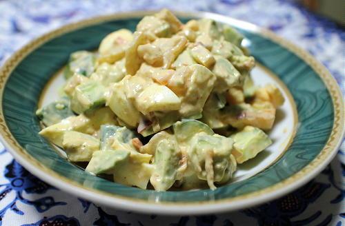 今日のキムチ料理レシピ:アボカドときゅうりのキムチサラダ