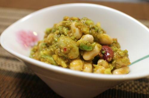 今日のキムチ料理レシピ:ミックスビーンズのピリ辛アボカド和え