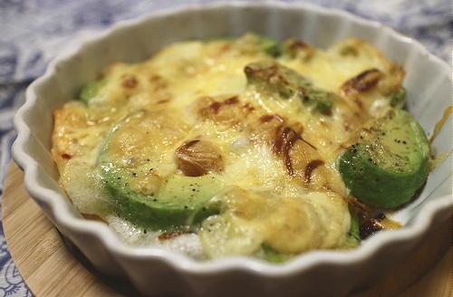 今日のキムチ料理レシピ:アボカドとキムチの餅チーズ焼き