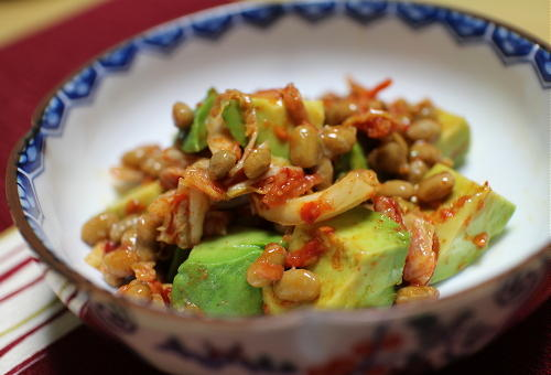 今日のキムチ料理レシピ:アボカドキムチ納豆
