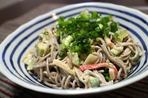 今日のキムチレシピ:アボカドとキムチのサラダ蕎麦
