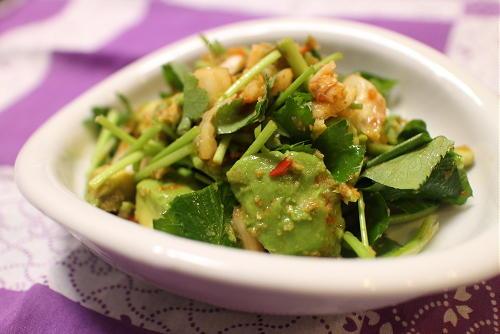 今日のキムチ料理レシピ:アボカドのキムチ生姜醤油和え