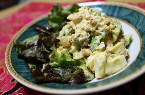 今日のキムチ料理レシピ:アボカドキムチの卵サラダ