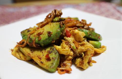 今日のキムチレシピ:アボカドとキムチの卵炒め