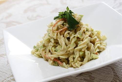 今日のキムチ料理レシピ:アボカドとキムチのマカロニサラダ